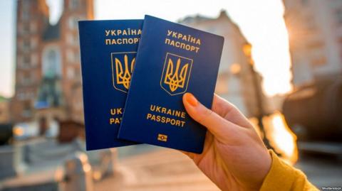 Половина жителей Украины не поддерживает визовый режим с РФ