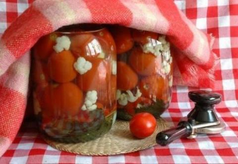 Запасаемся на зиму: маринованные помидорчики