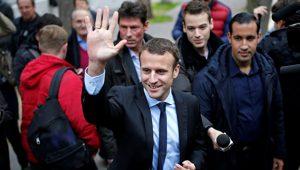 Во Франции Макрон опережает Ле Пен в предвыборных опросах