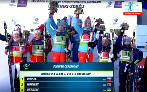 Украинские и российские биатлонисты ушли с пьедестала, не дослушав гимн РФ