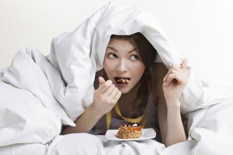 5 причин, почему есть перед сном ПОЛЕЗНО