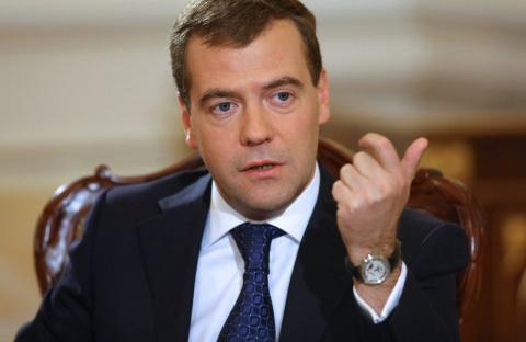 """Медведев назвал """"чушью"""" комп…"""