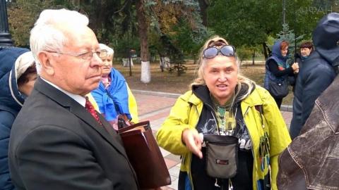 Украинцы возле Рады требуют объединения с Россией и Белоруссией, тепло вспоминая СССР
