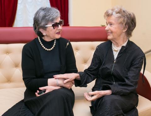 В 92 года актриса ходит на к…