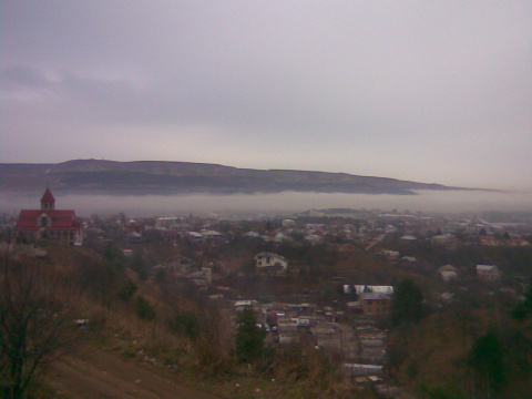 Армянская церковь утром и туман на въезде в город...