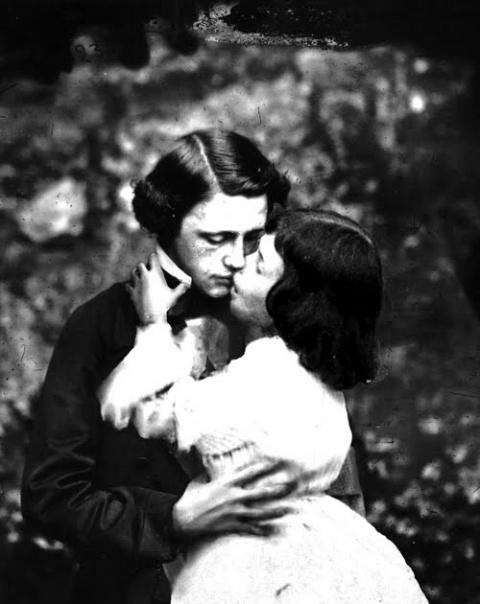 Редкие снимки Алисы из «Страны чудес», найденные в личной коллекции Льюиса Кэрролла