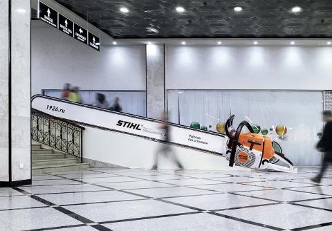 Уральцы превратили эскалатор в бензопилу