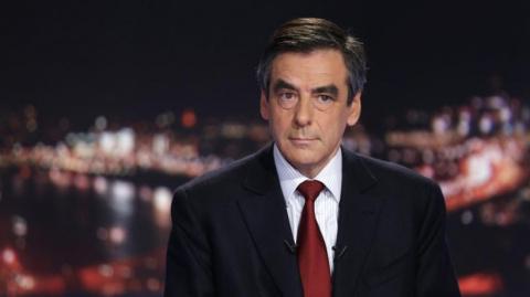 Выборы во Франции: Фийон, не смотря на скандал, примет участие в выборах