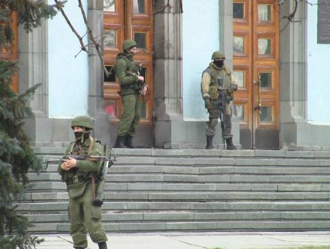 Срочно: Неизвестные в военной форме захватили Верховную Раду  (ФОТО, ВИДЕО)