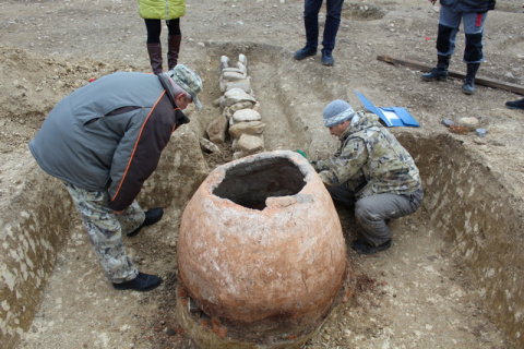 Судакский музей пополнился экспонатом времен Золотой Орды с места строительства трассы «Таврида»