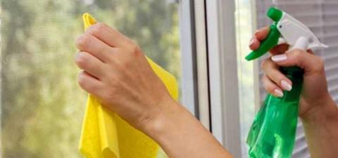 Домашнее средство для мытья стекол.