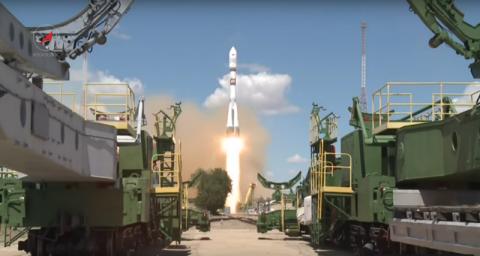 Как выглядит взлет ракеты из космоса?