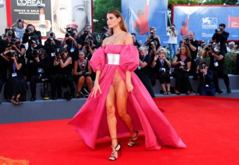 Скандальные платья итальянских моделей на Венецианском кинофестивале