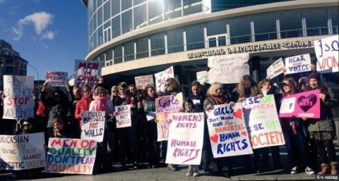 В Тбилиси прошел Женский марш против Трампа