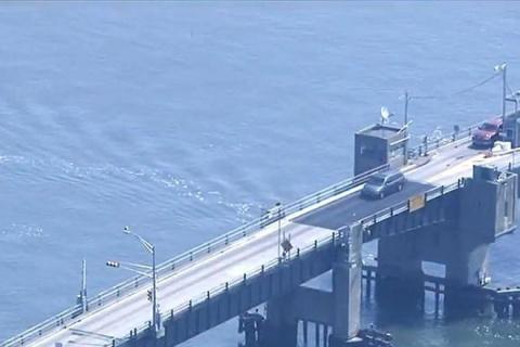 Американец разогнался, когда мост уже разводили. Никто не ожидал, что он такое выкинет!