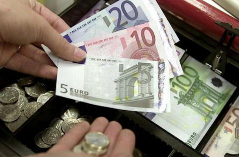 Финляндия начала эксперимент по выплате гражданам денег просто так
