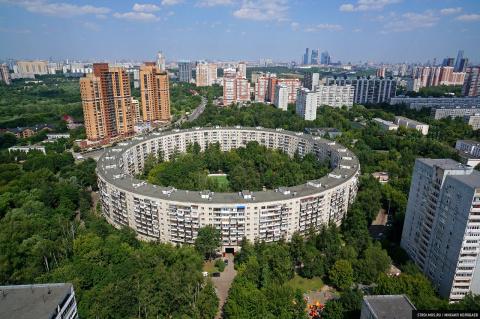 «Бублики», которые нельзя съесть: уникальные круглые дома в Москве