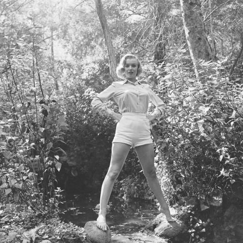 Редкие фотографии Мэрилин Монро в лесу. Фотосессия 1950 года