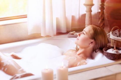 Как сделать горячую ванну не только приятной, но и полезной