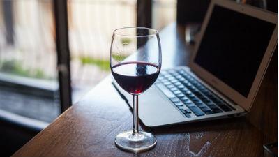 Депутаты запретят продажу алкоголя через интернет