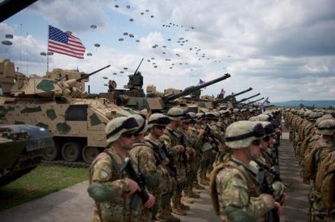Обложили: Флот и армия НАТО вышли к границам России