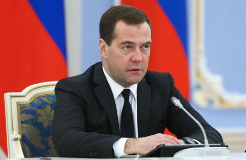 Медведев: губернаторы должны…
