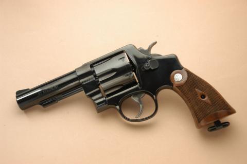 Житель Томска пытался отправить револьвер по почте