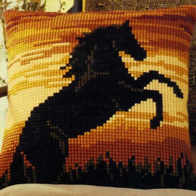 Vervaco подушка черная лошадь