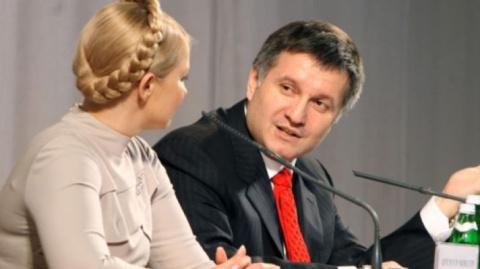 Порошенко согласился досрочно уйти в отставку