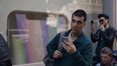 Samsung снова троллит владельцев iPhone в последнем видеоролике
