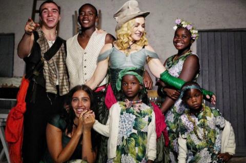 Все 6 в сборе: Мадонна впервые показала фото со всеми своими детьми