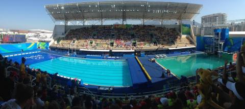 «Очень воняет». Синхронистки сняли, как из бассейна в Рио выкачали зеленую воду