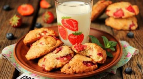 Домашнее печенье с клубникой