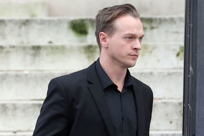 Британский гей увидел в полуторагодовалой приемной дочери сатану и убил ее