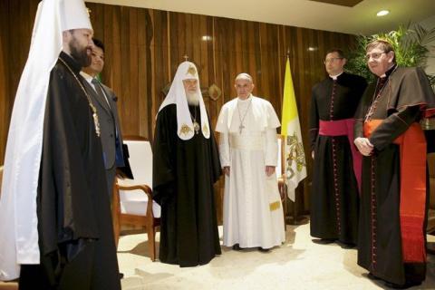 Папа Римский оказался выше е…
