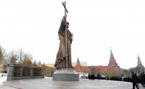 В День народного единства в Москве открыт памятник князю Владимиру