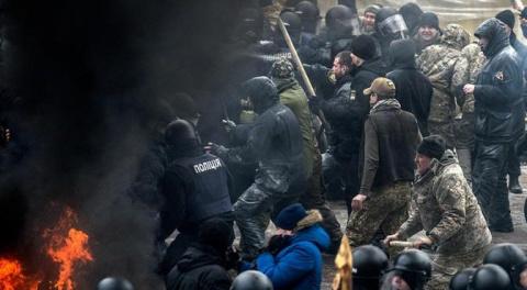 Киев бунтует, требуя войны с Россией
