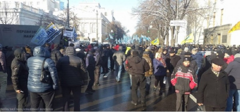 Протестующие в Киеве дали По…