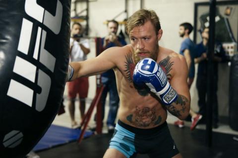 Макгрегор отрабатывает боксе…