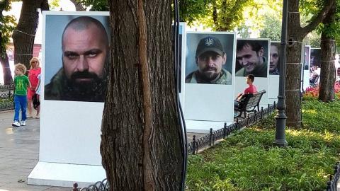 Белые акации — цветы оккупации. Юрий Селиванов