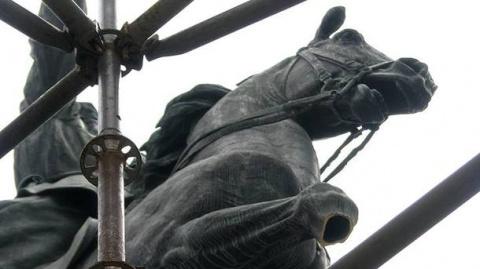В Киеве у памятника Щорсу от…