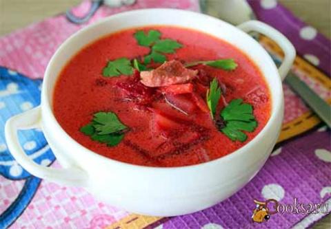 Свекольный суп со сметаной