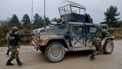 Как НАТО оккупирует Балканы: теперь в альянс втягивают Македонию
