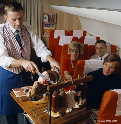 Чем кормили авиапассажиров полвека назад. Вы будете сильно удивлены, узнав правду!