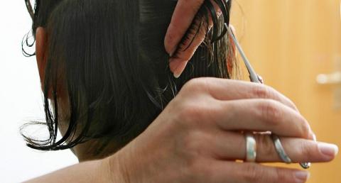 Фото: парикмахер помогла жен…