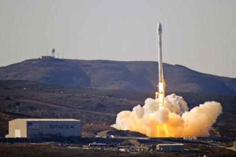 SpaceX запустила ракету Falc…