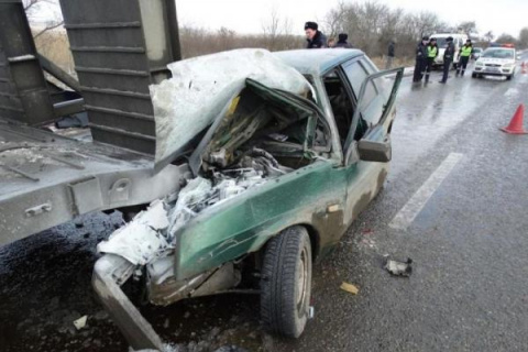 Водитель ВАЗа разбился насме…