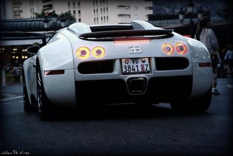 Эксклюзивный Bugatti Veyron Grand Sport Vitesse  будет выставлен на аукционе поддержанных авто в России