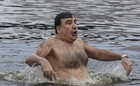 Саакашвили впервые «прошел крещение» в Днепре – в сети отреагировали
