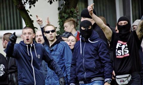 Хохлы, вон из Европы! Украинских нацистов избили в Италии